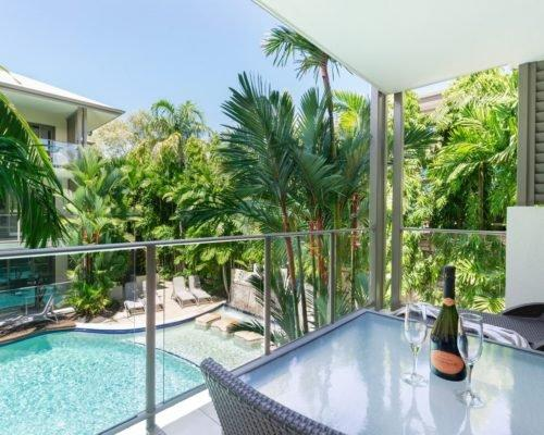 port-douglas-1bedroom-apartments-pool-view1